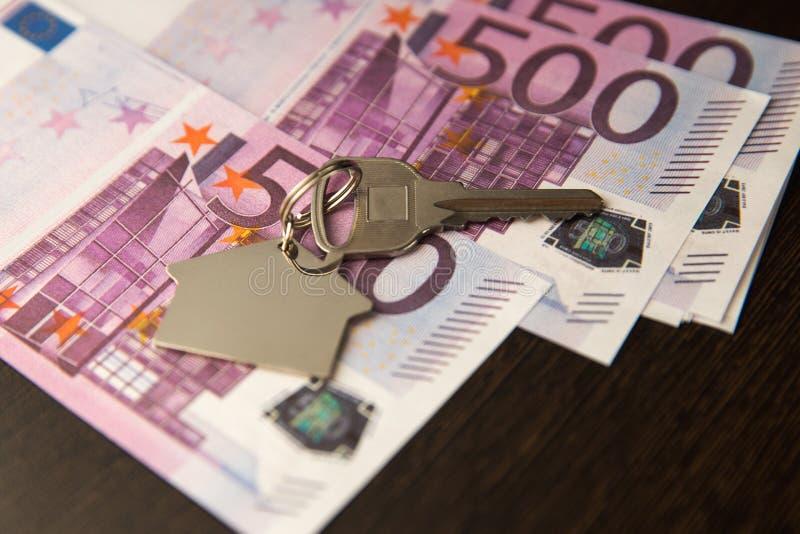 Młoteczek drewniany i domowy dla domowego kupienia, sprzedawania licytować lub prawnika domowa nieruchomość zdjęcie stock