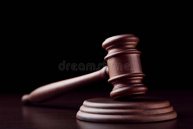 młoteczka sędziego fotografia realistyczna zdjęcia royalty free