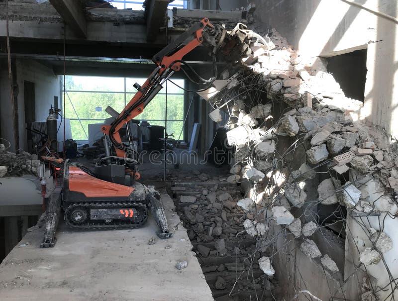 Młoteczkowa maszyna dla pracy rozebranie budynek rozbiórki zdjęcie royalty free