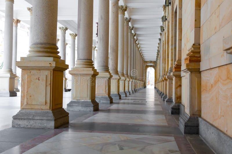 Młyńska kolumnada w Karlovy Zmienia (Karlsbadzki) zdjęcie royalty free