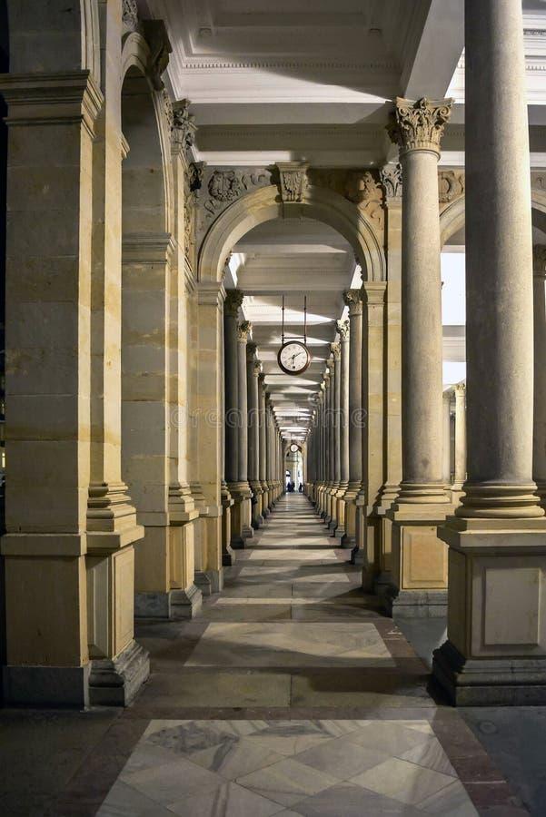 Młyńska kolumnada w Karlovy Zmienia zdroju miasteczko zdjęcie royalty free