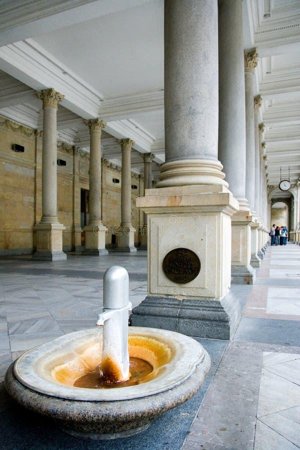 Młyńska kolumnada w zdroju grodzki Karlovy Zmienia, Zachodnia cyganeria, republika czech zdjęcie stock