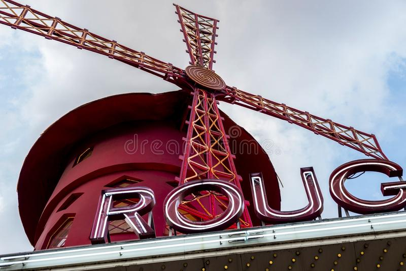 Młyn sławny Moulin szminki kabaret w Paryż obraz royalty free