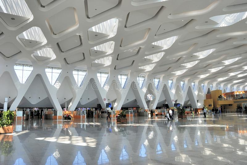 M国际机场的离开大厅的内部  免版税图库摄影