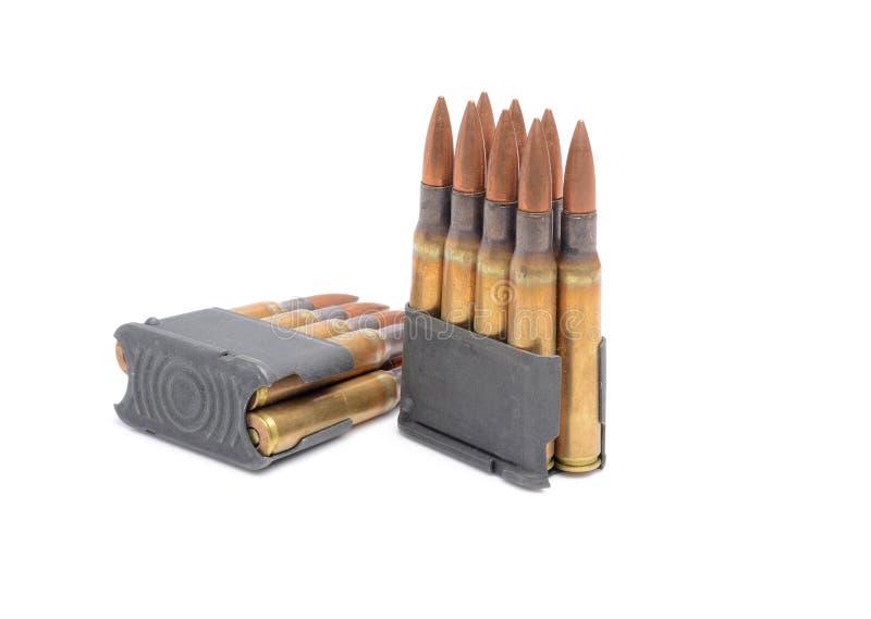 M1 συνδετήρες και πυρομαχικά Garand στο άσπρο υπόβαθρο στοκ εικόνα