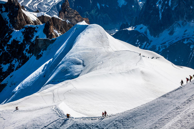810 m (15 Франция - туристы взбираясь u стоковые изображения