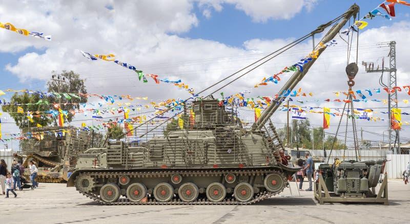 M88在美国独立日军事展示提出的装甲的修理车  图库摄影