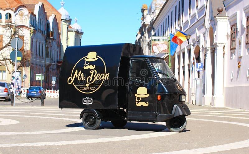 M. Café de haricot à aller tricycle de marchand ambulant photographie stock libre de droits
