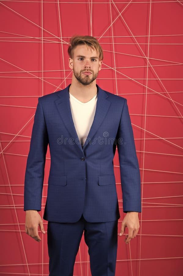 M??czyzna lub biznesmena odzie?y klasyczny zmrok - b??kitny kostium Menswear i elegancki garderoby poj?cie buck mody M??czyzna fo obraz stock