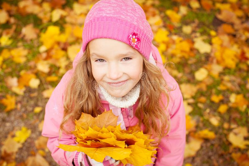 M?dchen am Herbst stockfotografie