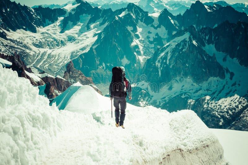 810 m (15 france - touristes montant u images libres de droits