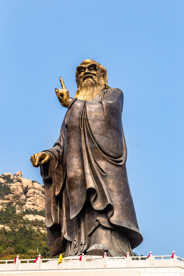 36m hohe Lao Tze Statue in Tai Qing Gong Temple in Laoshan-Berg, Qingdao stockfotos