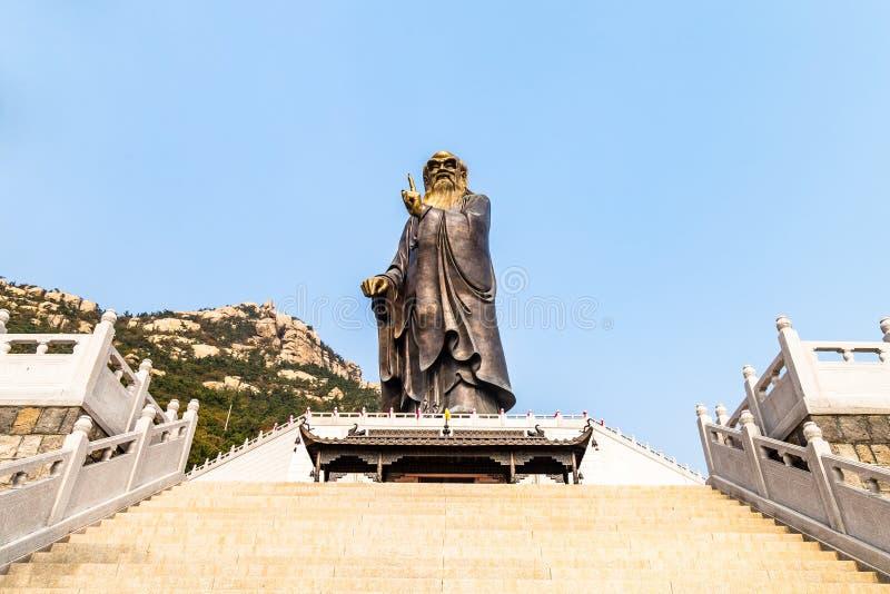 36m hohe Lao Tze Statue in Tai Qing Gong Temple in Laoshan-Berg, Qingdao, China stockfoto