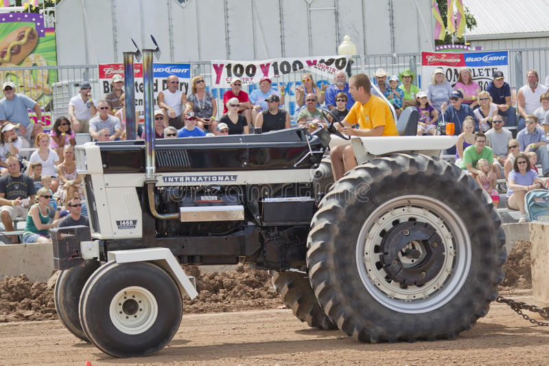 M. international Black Tractor Up Close photos stock