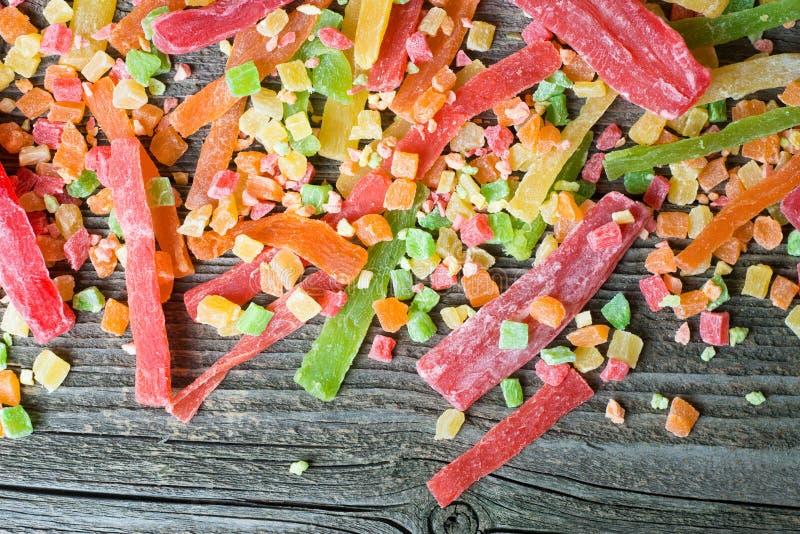 M?lange de fruit sec et glac? sur un fond en bois, vue sup?rieure images stock
