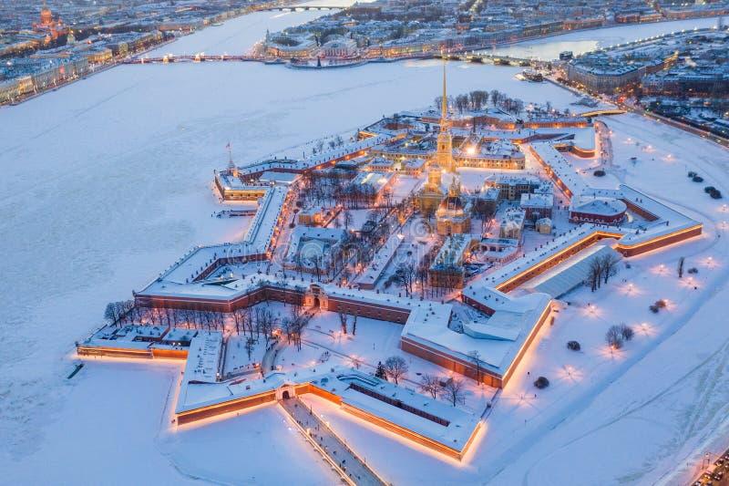 M?me la vue a?rienne d'hiver, le Peter et le Paul Fortress, rivi?re de Neva, St Petersbourg, Russie photographie stock