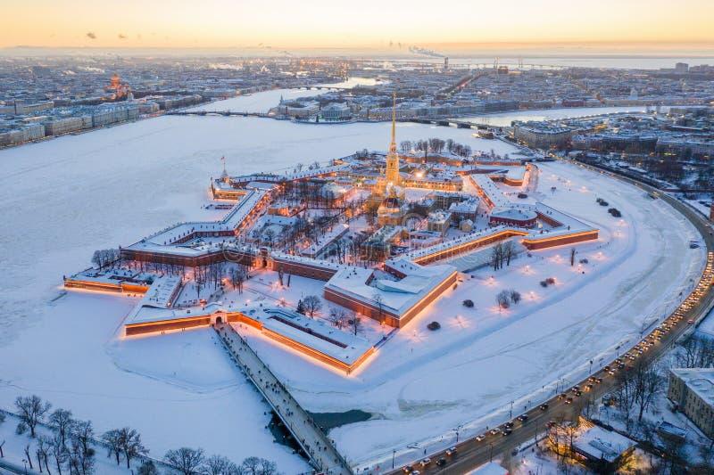 M?me la vue a?rienne d'hiver, le Peter et le Paul Fortress, rivi?re de Neva, St Petersbourg, Russie images stock