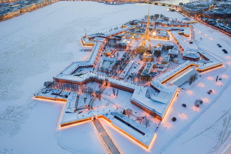 M?me la vue a?rienne d'hiver, le Peter et le Paul Fortress, rivi?re de Neva, St Petersbourg, Russie photo stock