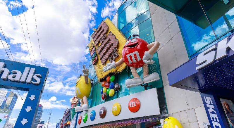M&M \ 'mundo de s en la tira de Las Vegas imagenes de archivo