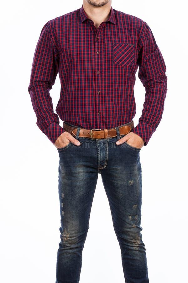 M?nnliche Mode, junger Mann, die lang?rmliges Hemd und Baumwollstoff tragen lizenzfreie stockbilder