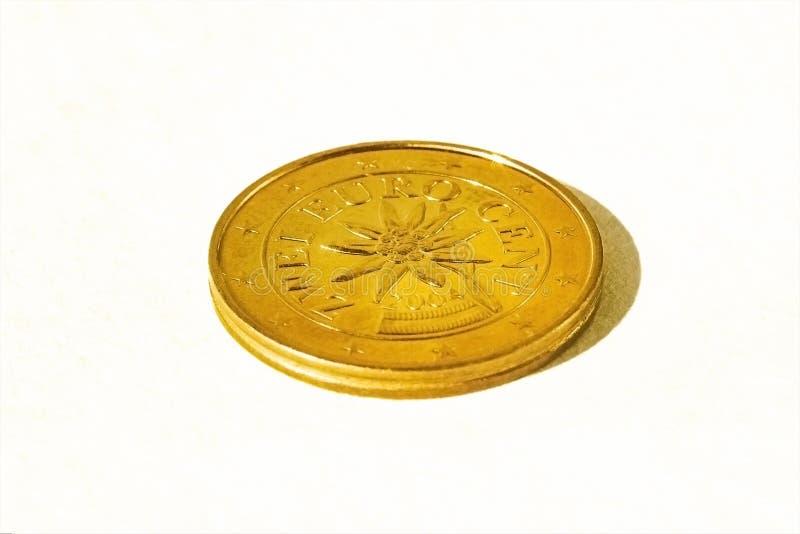 M?nze zwei Euros Isolat auf wei?em Hintergrund mit Schatten lizenzfreie stockbilder