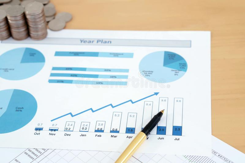 M?nzen, Einsparungen, Diagramm analysieren lizenzfreie stockfotografie
