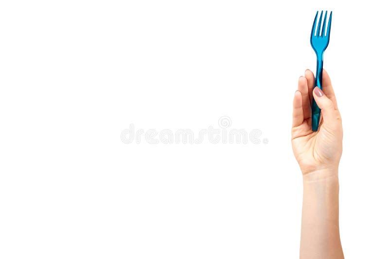 M?o com a forquilha pl?stica azul, utens?lio descart?vel foto de stock royalty free
