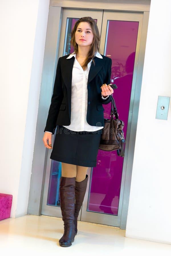 Download Młoda biznesowa kobieta obraz stock. Obraz złożonej z pomyślny - 38669449