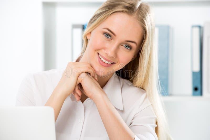 M?oda biznesowa kobieta zdjęcie stock