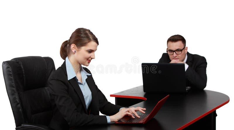 Download Młoda Biznesowa Para Na Laptopach Obraz Stock - Obraz: 30995267