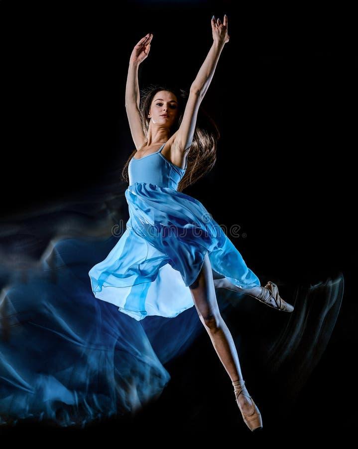 M?oda kobieta baletniczego tancerza t?a ?wiat?a taniec odizolowywaj?cy czarny obraz zdjęcia stock
