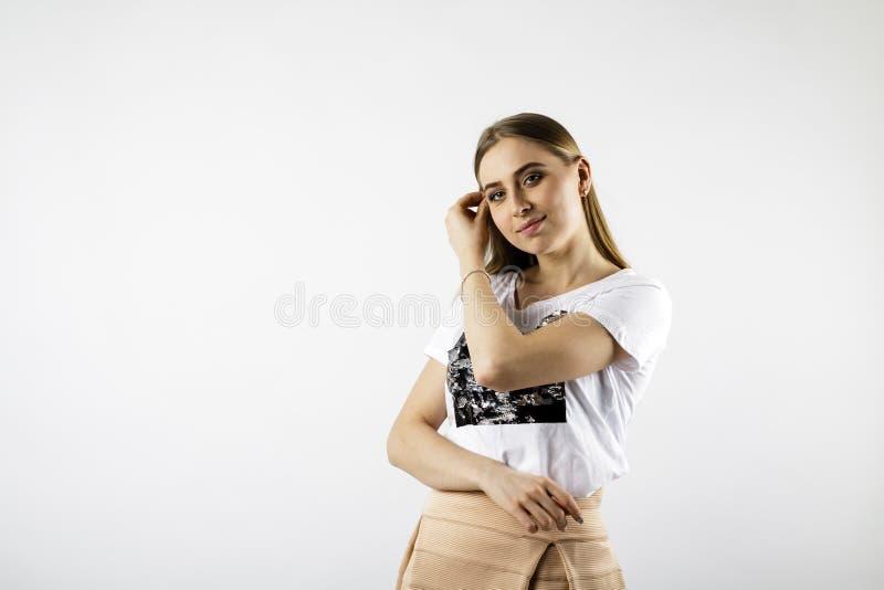 M?oda kobieta w bielu fotografia stock