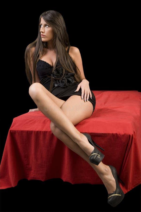 Download Młode Kobiety W Czerni Sukni Zdjęcie Stock - Obraz złożonej z feminizm, target51: 28957574