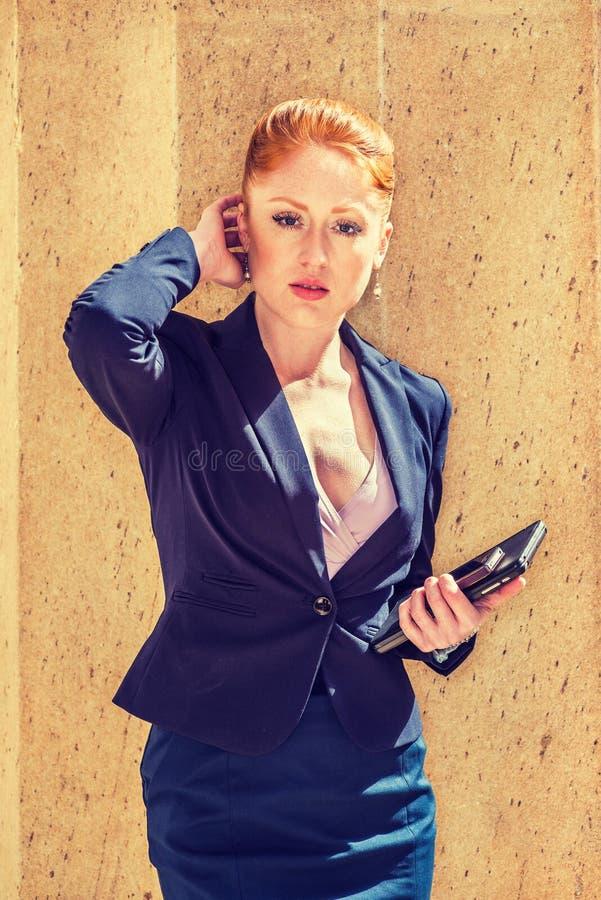 Download Młody Bizneswoman Pracuje W Nowy Jork Obraz Stock - Obraz złożonej z atrakcyjny, city: 106910133