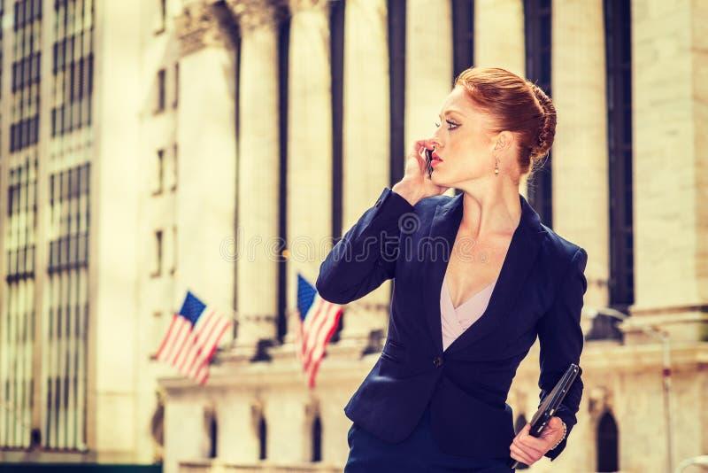 Download Młody Bizneswoman Pracuje W Nowy Jork Zdjęcie Stock - Obraz złożonej z agent, plenerowy: 106910550