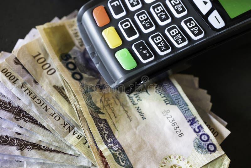 M?quina do ponto de venda com notas nigerianas do naira fotografia de stock royalty free