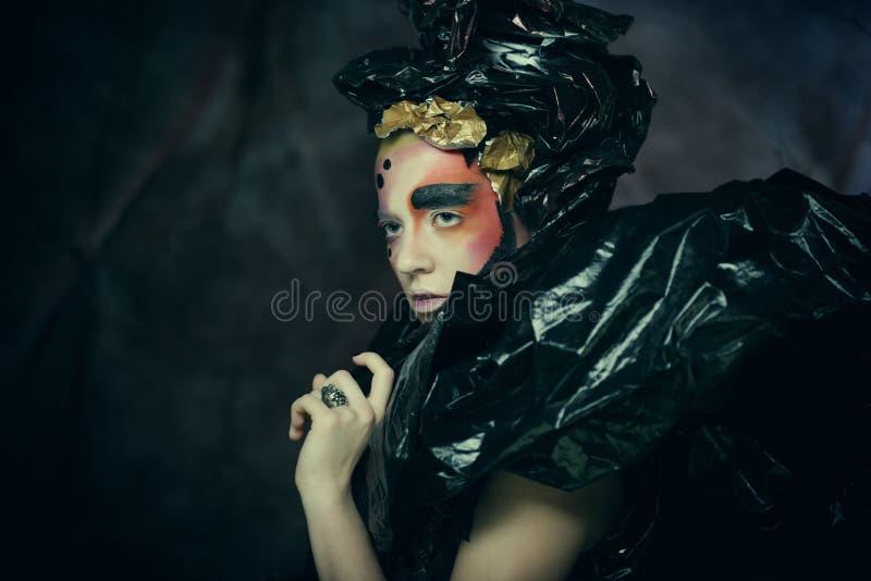 M?rk h?rlig gotisk Princess Halloween deltagare arkivbild