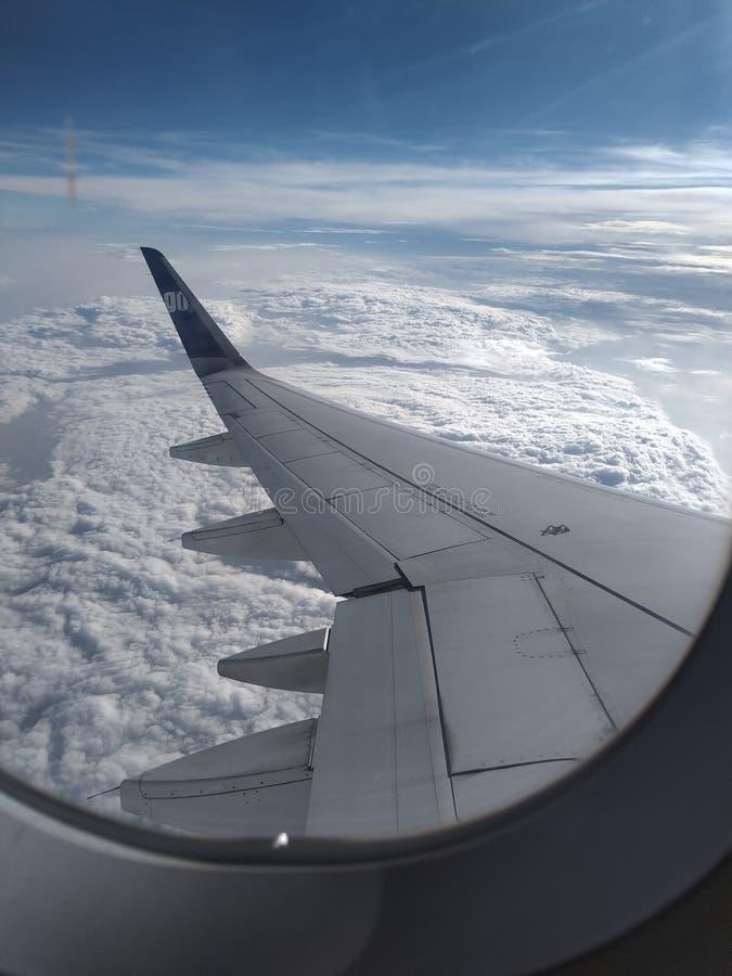 M?s all? de las nubes foto de archivo