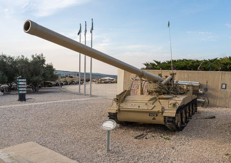 M107 Selbstfahrende Waffe befindet sich auf der Gedenkstätte in der Nähe des Museums des gepanzerten Korps in Latrun, Israel stockbilder