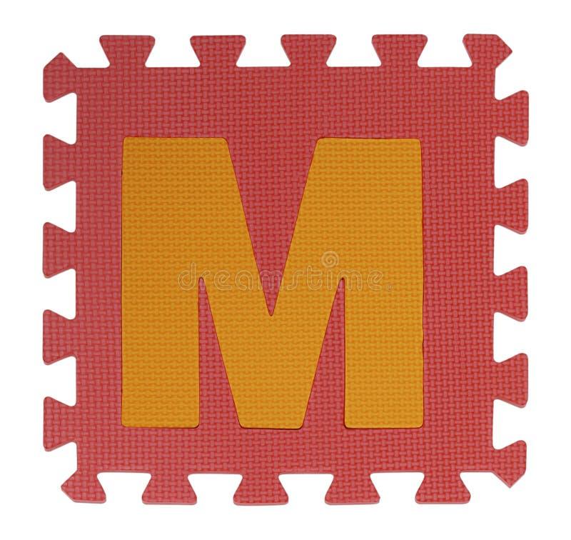 M-Text Laubsäge auf weißem Hintergrund, Ineinander greifeneva foam, Clipp lizenzfreies stockbild