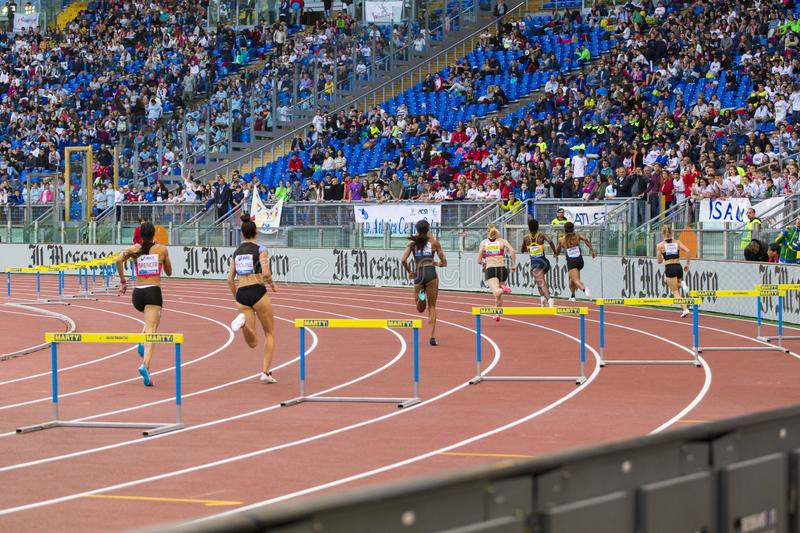 Athlets at 400 m woman race stock image