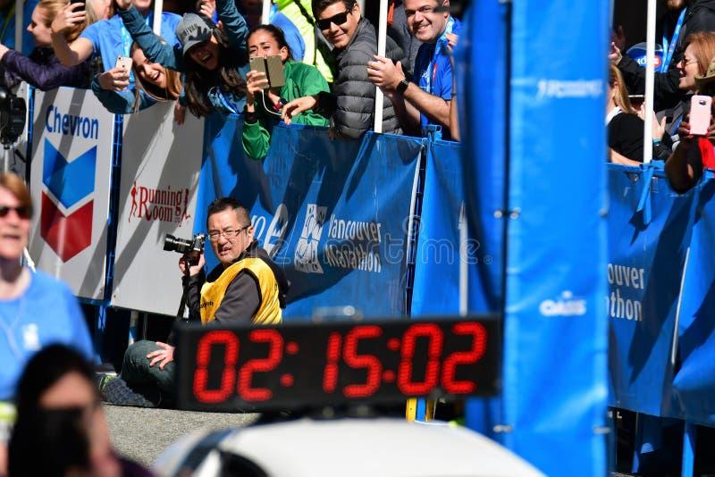 M. Yuki Kawauchi a gagn? le 1er endroit au marathon de Vancouver Le temps est 2h15 : 01 photographie stock libre de droits