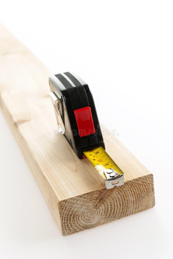 Maßband auf Holz lizenzfreie stockfotografie