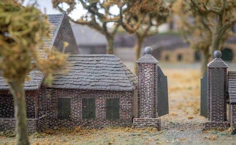 Maßstabsmodell von Schloss Keverberg und Kirche in Kessel stockbild
