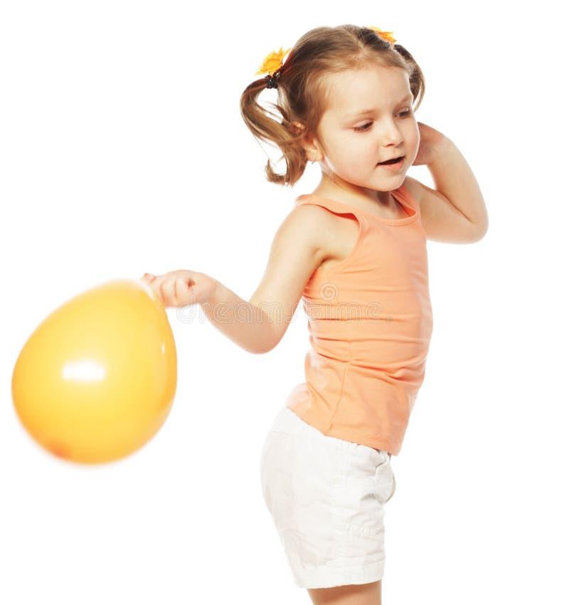 Mała dziewczynka z pomarańczowym balonem fotografia royalty free