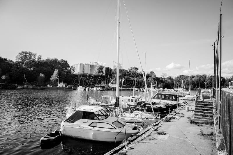 Małe łódki i quay zdjęcia stock