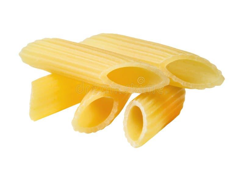 Mały stos żółty makaron na białym odosobnionym tle Zakończenie obraz stock