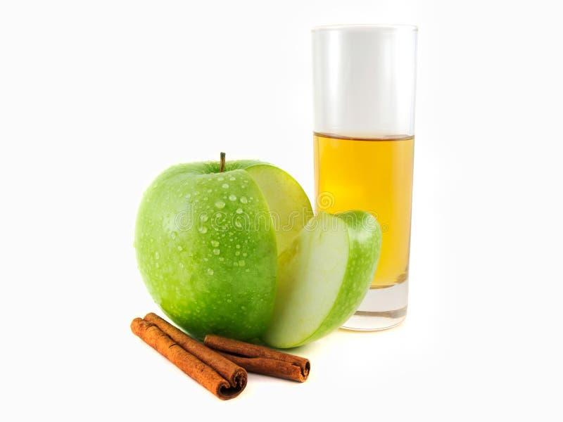 maçã verde com canela, vidro fotografia de stock