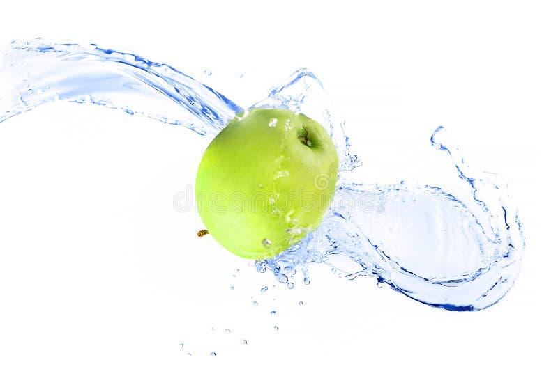 Maçã verde com o respingo da água, isolado fotografia de stock