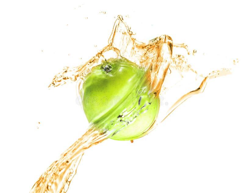 Maçã verde com o respingo da água, isolado imagem de stock royalty free
